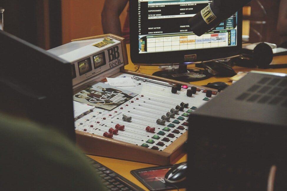 cómo elegir la mejor compañía discográfica